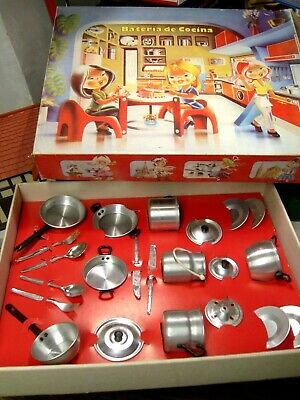 Toy Dishes And Pots And Pans. Aluminium. New And Boxed Cocinetes