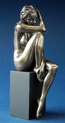 woman poses BODY TALK H = 18.00 cm Skulptur auf Sockel attraktive Akt