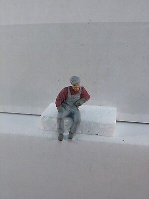 Arttista Train Fireman Leaning out Window - #1522 - O Scale On30 On3 Figures New