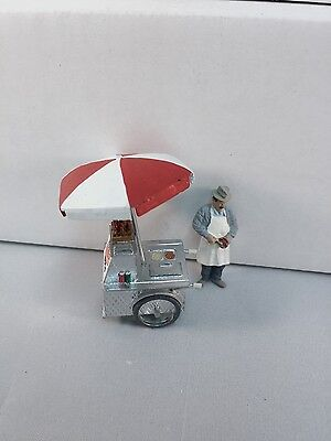 Arttista Hot Dog Cart w/Vendor #9002 - O Scale On30 On3 Figures People -  New