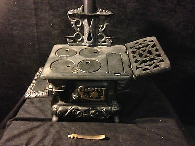 Vintage CRESENT CAST IRON MINI WOOD STOVE from 50s-60s Made in USA - no pans