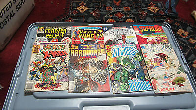 MIXED LOT OF 8 VINTAGE COMIC BOOKS       CB21