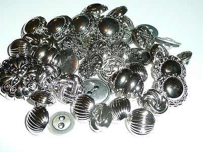 Pretty Lot of Plastic /& A Few Metal Silver Colored Buttons Flowers /& Asst