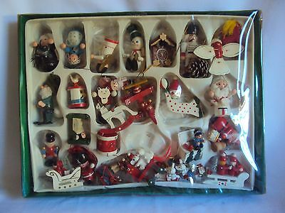 VINTAGE COLLECTIBLE WOOD CHRISTMAS HOLIDAY ORNAMENT FIGURINES IN BOX LOT