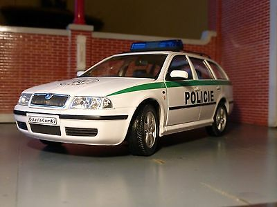 LGB G Scale 1:24 Skoda Octavia Police Car V Detailed Diecast Model Welly/Abrex