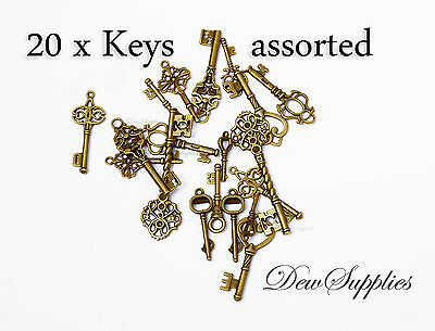 20 x Royal Skeleton Key Antique Old style Assorted key charms