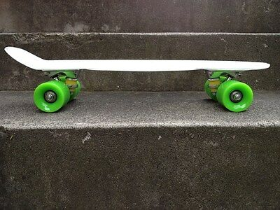 FISH Mini Cruiser Skateboard Banana Board Old School 70s T.white, lime wheels