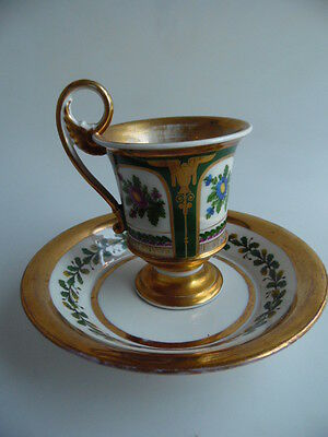 Porzellantasse mit Blumenmalerei und gold   Porcelain cup with flowers and gold
