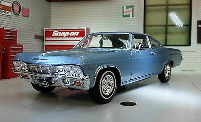 Chevrolet Impala SS 396 1965 1:24 Scale Welly Diecast Detailed Model Car 22417