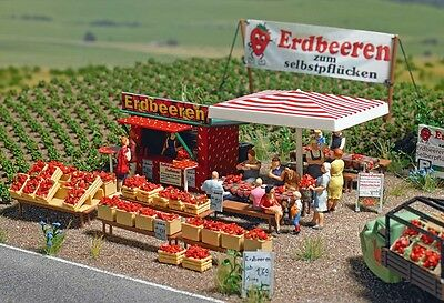 OO/HO Scenery - Strawberry sales stand, tables & benches - Busch 1073 P3