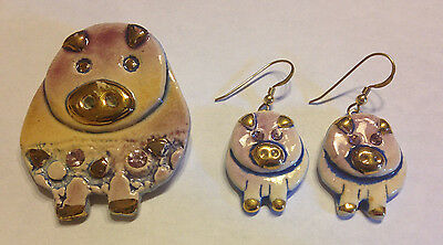 Hand Carved Painted Pig Set Earrings Brooch Pin Pink Piggy Gold Rhinestone Clay