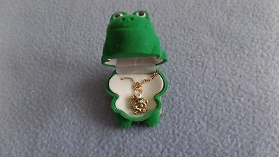 "Cracker Barrel Frog Pendent With Necklace In A Green Frog Case New 18"" Length"