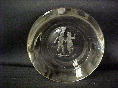 Glass Gemini Dish With Two Dancing Figures      4539C