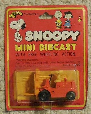 Snoopy Mini Diecast Woodstock in Forklift Mosc New Aviva Vintage