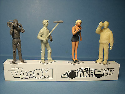 4  Figurines  1/43  Set 251  Photographes  Reporters  Vroom  1/43  Unpainted
