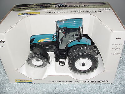 Ertl 1/16 New Holland T7050 Tractor Ce