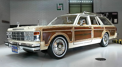 G LGB 1:24 Scale 1979 73331 Chrysler Le Baron Town & Country Motormax Model Car