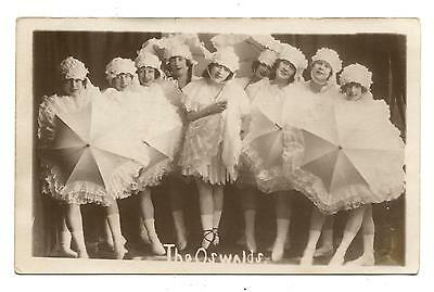 Carte Photo.the Oswalds.spectacle.music-Hall.danseuses.dance.umbrelle.ombrelles.