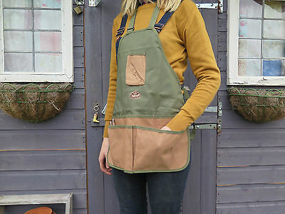 Green Ladies and Mens Unisex Gardening Apron. Kitchen Garden Allotment Wear.