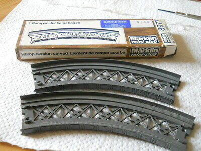 Marklin Mini-club Z Scale  CURVED RAMP SECTION 8977 2X r145mm   Boxed
