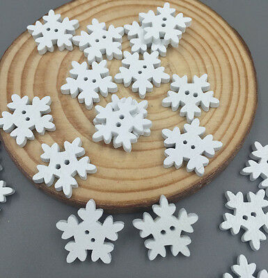 100pcs Christmas Snowflake Wooden Buttons Sewing Scrapbooking Card making 18mm