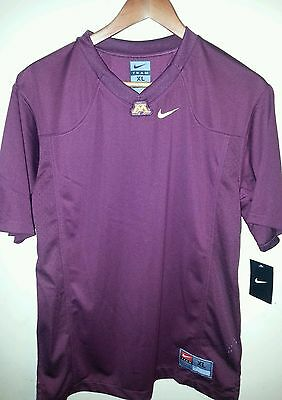 Lot Of 6 Nike Team T-Shirt/100% Polyester/v-Neck/burgundy/s. Sleeve/solid/2 Cuts
