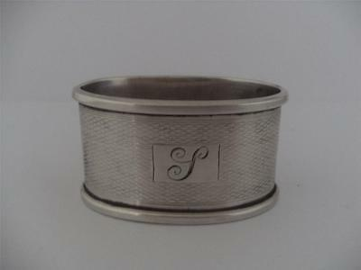 LOVELY SOLID SILVER NAPKIN RING Birmingham 1945
