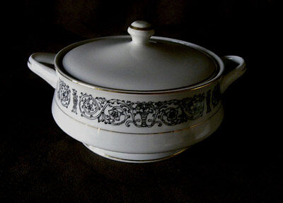 Coventry Laurent Fine China Black and White Casserole Dish with Lid