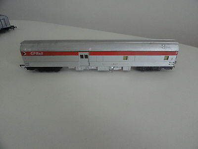 triang tri-ang  R4423 canadian pacific baggage car