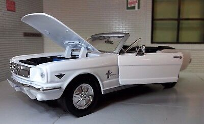 Ford Mustang 1964 Convertible Cabrio 1:24 Scale Diecast Detailed Model Car 73212