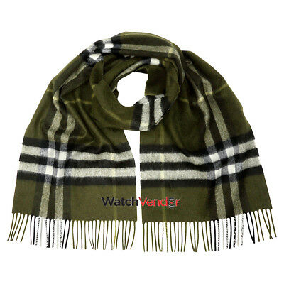 Burberry Classic Cashmere Scarf in Check - Olive