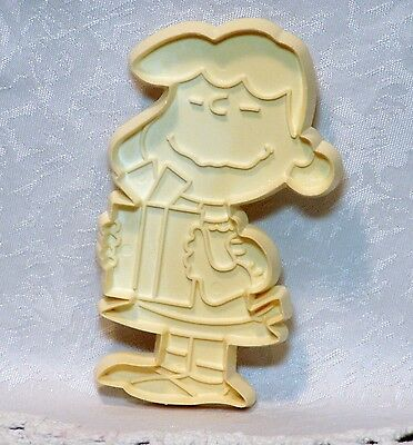 """Vintage Plastic Cookie Cutter Peanuts """"Lucy"""" Christmas Decorating tree package"""