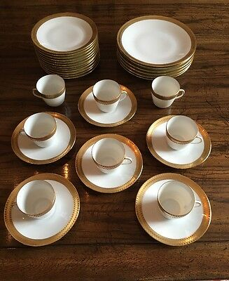 "Hutschenreuther Vintage Beautiful 1950's Thick Gold Trim. 32 Piece Set.  ""Rare"""