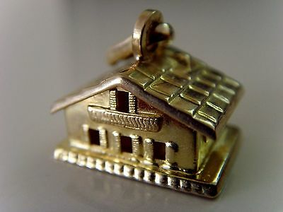 "VINTAGE 8 ct GOLD "" HOUSE "" CHARM"