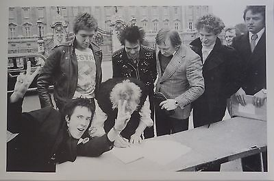 VINTAGE POSTER~Sex Pistols B/W 1977 Glen Matlock Paul Cook Sid Vicious Signing~