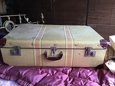 Vintage Duro Extra Large Suitcase Make A Great Display Al Locks Working No Rust