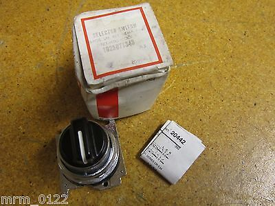 Cutler-Hammer 10250T1343 Selector Switch 3 Position Spring Return NEW