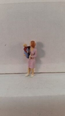 Arttista S Scale Figure 747 - Woman Holding a Baby - People - Model Trains - New