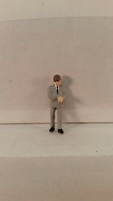 Arttista S Scale Figure 745 - Businessman Looking at Watch - People Model Trains