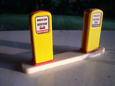 Pompes  A  Essence  Pour  Garage  Station   Service  Shell   Mgf  Vroom  1/43