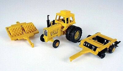 International 21456 Series Tractor With Sheeps Foot & Disc Diecast Scale 1/64