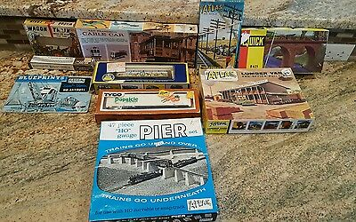 VINTAGE  SCALE GAUGE an others  LOT TRAIN CARS  ATLAS, ahm tyco assorted