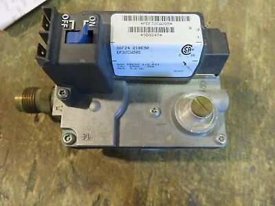 Carrier Furnace Gas Valve  White Rodgers  36F24 218 E90 Part #  Ef32Cw205