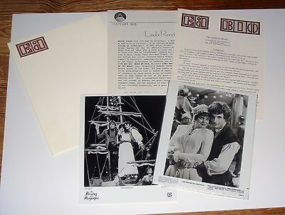 Original 1983 Linda Ronstadt Pirates of Penzance Press Kit 2 8x10 Glossy