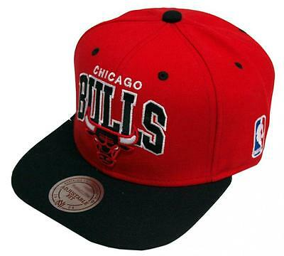 Mitchell & Ness Team Arch Chicago Bulls NBA Red Snapback Cap NA80Z