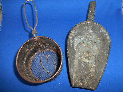 Vintage 2 cup  Metal Flour Sifter, made in USA with Metal Scoop - Country Deco