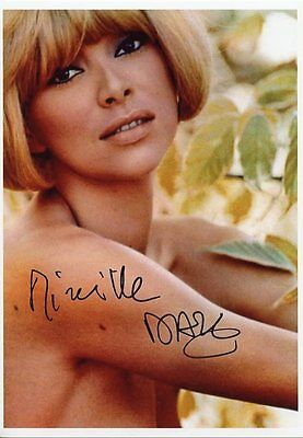 AUTOGRAPHE SUR PHOTO de Mireille DARC  (signed in person)