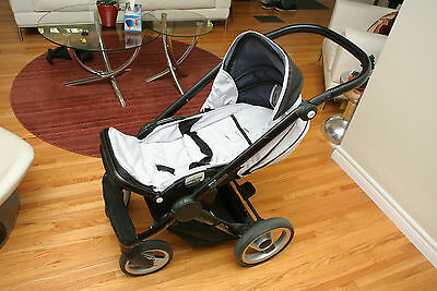 Mutsy Evo Stroller - Black frame, silver fabric, reversible seat