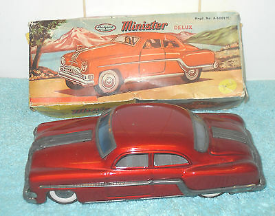 VINTAGE 1960/70s RED TINPLATE MINISTER DELUXE PONTIAC CAR FRICTION DRIVE BOXED