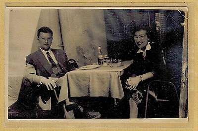 Carte Photo vintage card RPPC homme femme repas costume mode fashion ph0318